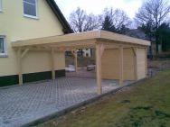 Doppel-Carport Chemnitz mit Kunststoff-Eindeckung, seitlich integriertem Geräteraum und 90° Holzblende