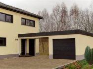 eine Kombination aus Garage und Carport mit perfekter Integration ans Haus