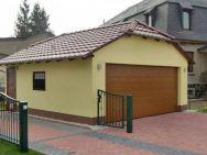 Garage mit Krüppelwalmdach und großem Sectionaltor (5m)